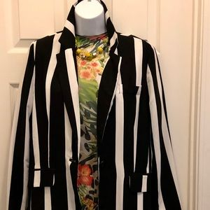 Classic Wide Black & White Striped Blazer. Size S